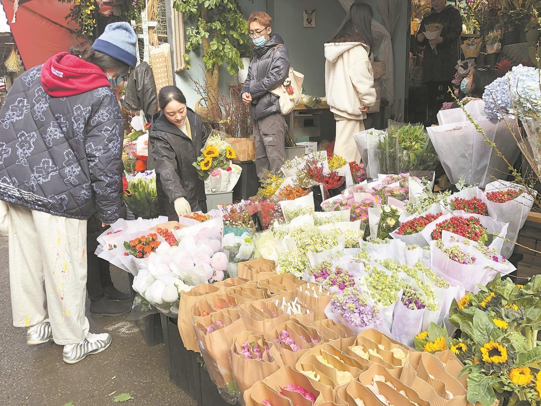 武汉市民提前采购年宵花更划算 各色花卉提前进入采购旺季
