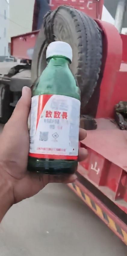 警方回应货车司机被罚后欲喝农药 初步调查执法合规