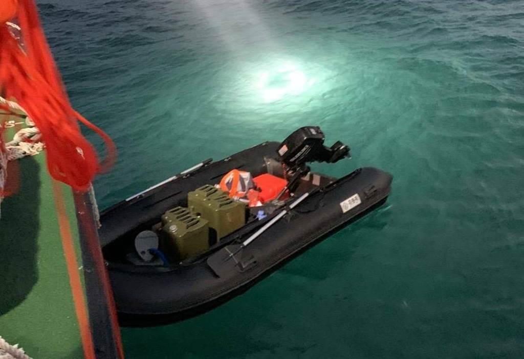 大陆一男子乘橡皮艇偷渡抵台 随便一橡皮艇就能长驱直入